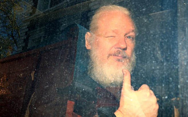 assange-tried-to-create-a-'centre-for-spying'-inside-the-ecuadorian-embassy,-says-nation's-president