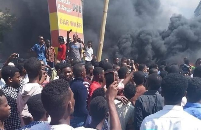 demonstrators-take-to-the-streets-in-mogadishu-after-death-of-bajaj-driver
