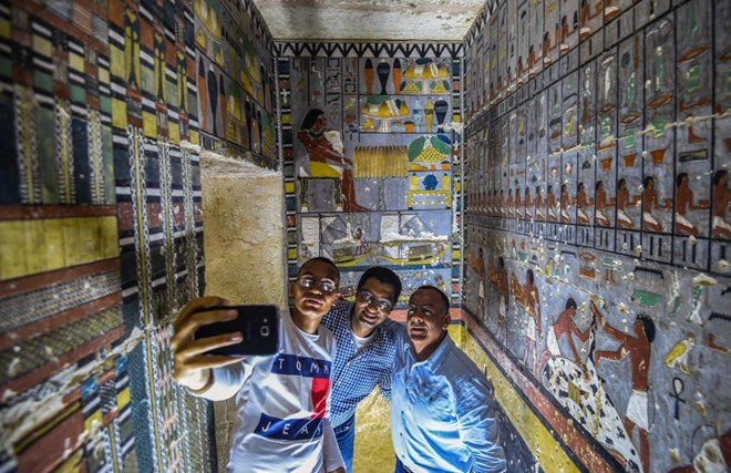 stunning-pictures-show-inside-of-4,000-year-old-ancient-egyptian-tomb