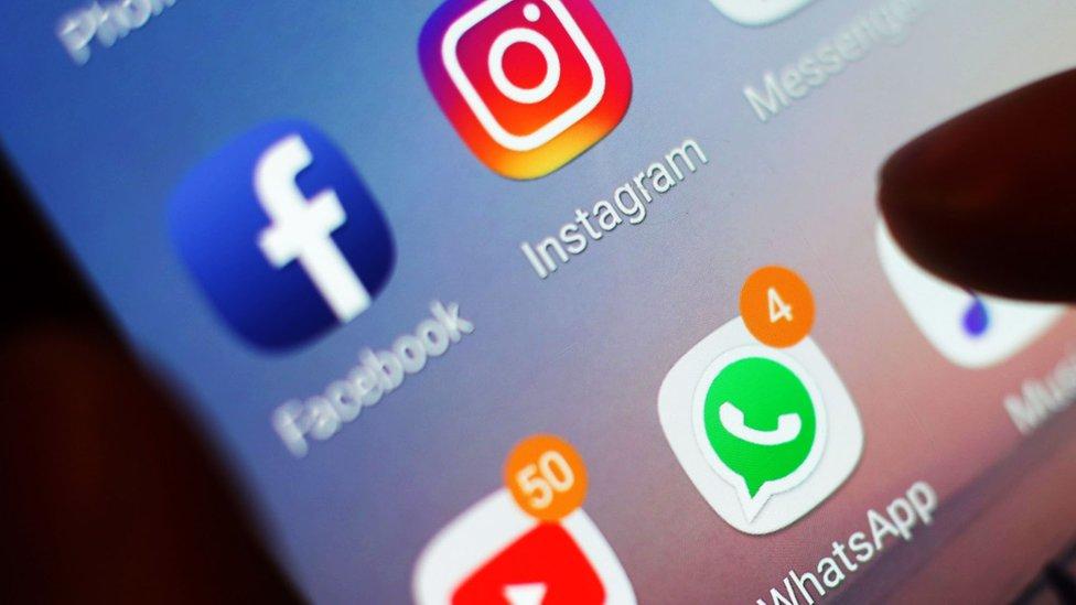 facebook,-instagram-iyo-whatsup-oo-ay-xaalad-soo-wajahday