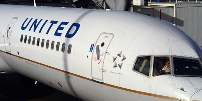 united-airlines-buys-flight-training-academy-to-speed-up-hiring-of-10,000-pilots