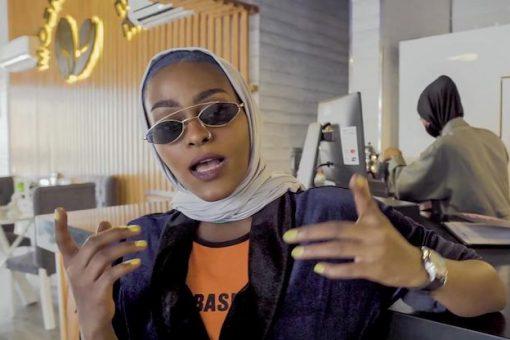 """VIDEO: Booliska Sacuudiga oo u baadi-goobaya muuqaalkan gabar heesaa ah oo la baxday """"Bint Mecca"""""""