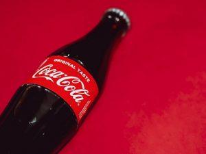 shirkadda-coca-cola-oo-ku-kacday-facebook,-xayeysiiskina-ka-joojisay
