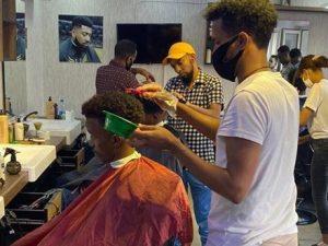 somali-barber-in-turkey-undaunted-by-coronavirus