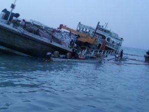 cargo-ship-runs-aground-in-bosaso