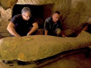 egyptian-authorities-just-found-14-more-coffins-that-have-been-sealed-for-2,500-years