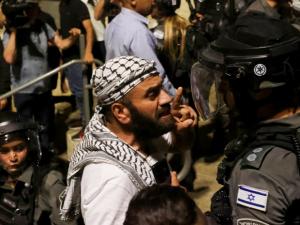 ciidamada-israel-oo-xoog-ku-galay-masjidka-barakeysan-ee-al-aqsa-ee-qudus